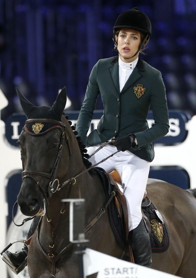 La hija de Carolina de Mónaco portaba con mucha elegancia su uniform de jinete.