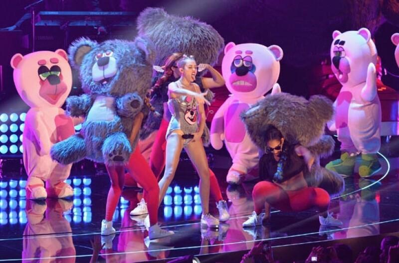 """Sin duda la actuación de Miley se llevó los """"oh"""" de la noche."""