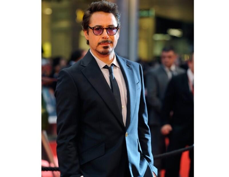 A pesar del peligro de declive que tuvo su carrera se mantiene haciendo películas constantemente y eso se debe a su talento pero también a que es un actor sexy y guapo.