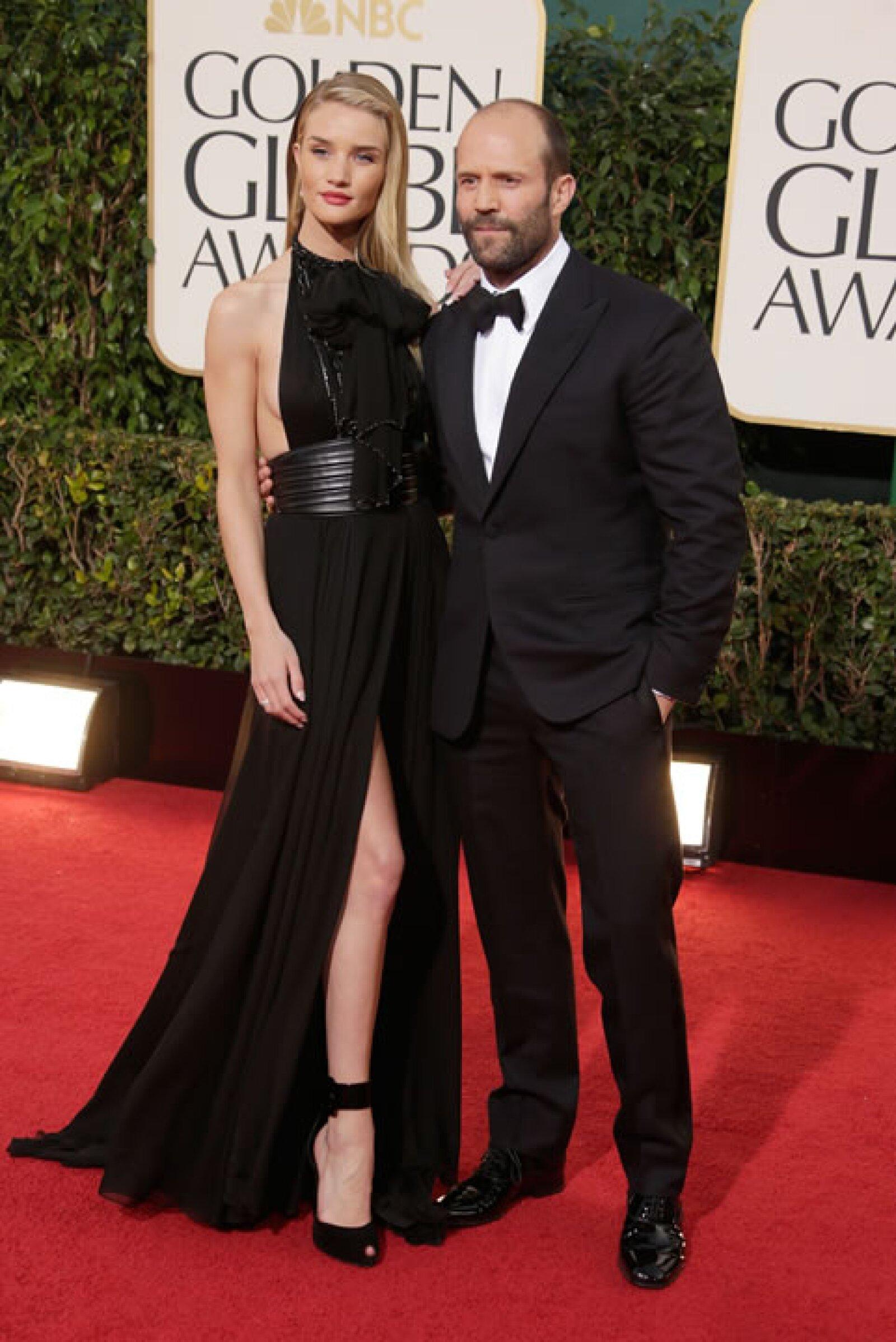 La modelo, Rosie Huntington-Whiteley no vencerá a su novio Jason Statham en fuerza pero sin duda lo hace en estatura.