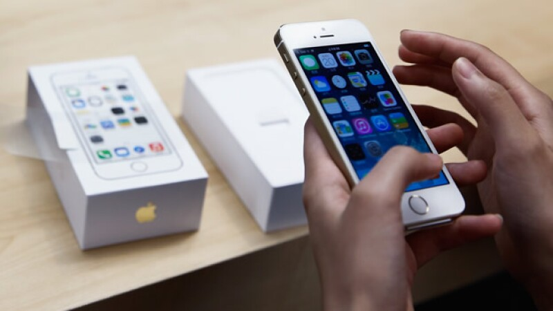 Un estudio relaciona la cantidad de usuarios de iPhone en un estado de Estados Unidos con el número de graduados.