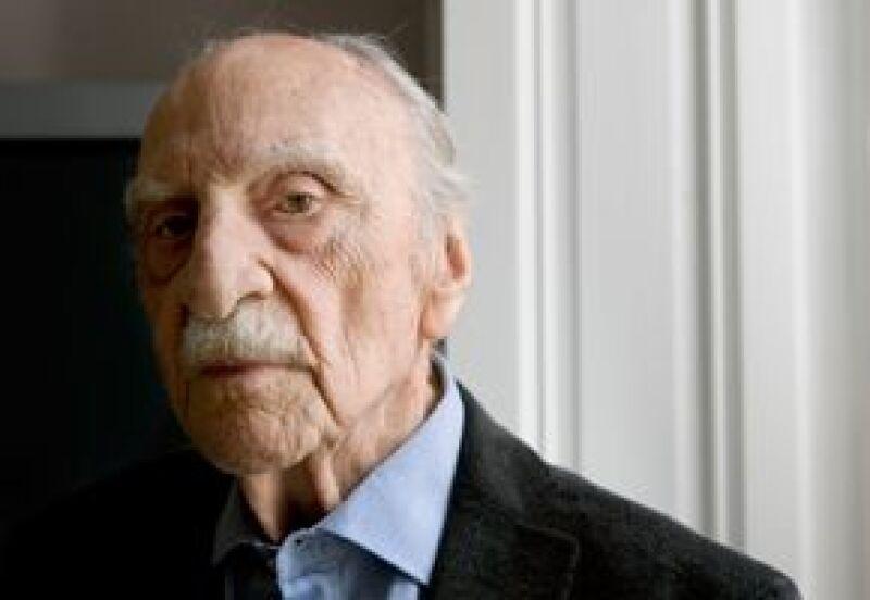 """El escritor español festejó en la Biblioteca Nacional de España, que le hizo homenaje con un acto en el que se destacó su compromiso ético y """"eterna juventud""""."""