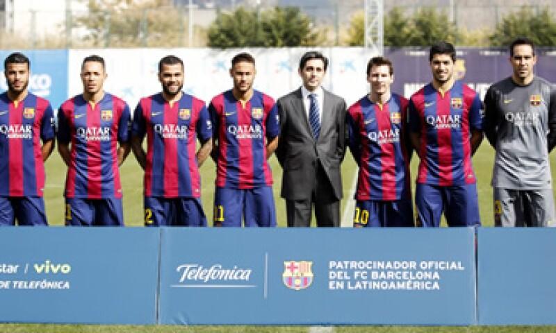 El CEO de Telefónica, José María Álvarez (centro), junto al equipo durante el anuncio. (Foto: Reuters )
