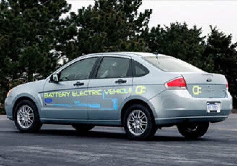 Ford planea construir la versión impulsada a batería de su auto pequeño Focus. (Foto: Archivo)