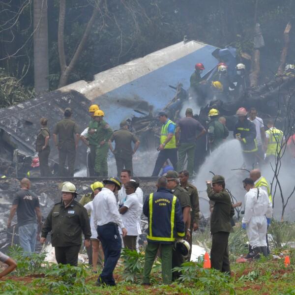 Un avión de pasajeros se estrella al despegar en La Habana