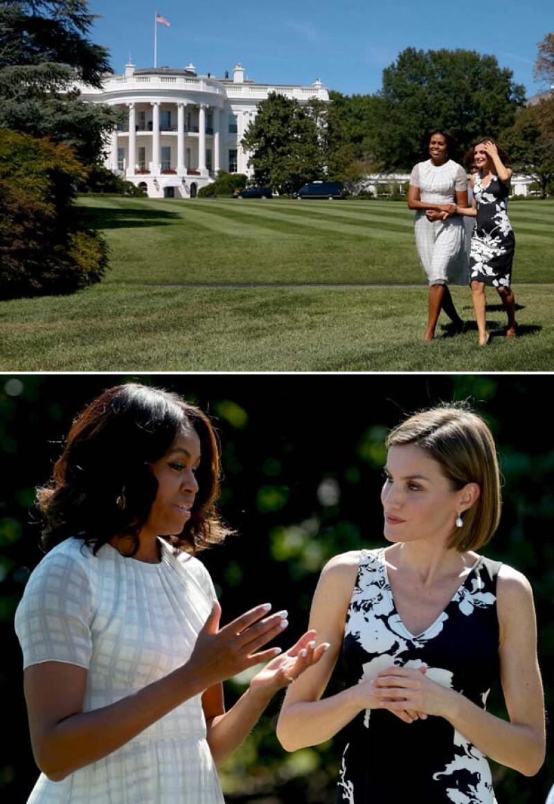 Durante su estancia en la Casa Blanca, Michelle le mostró los jardines y ambas se mostraron muy divertidas.