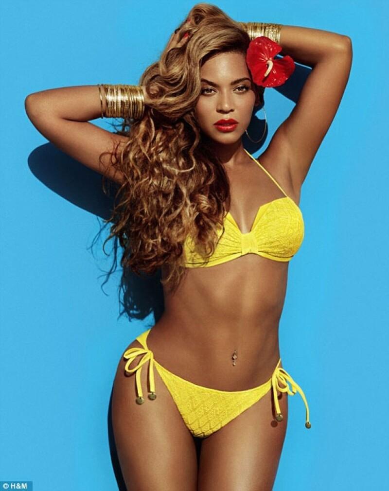 La cantante es la nueva imagen de la campaña de bikinis de la marca. En las imágenes resalta su curvilínea figura e innata sensualidad.