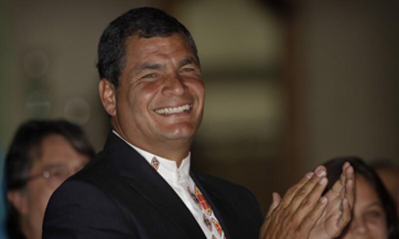 Rafael Correa acaba de ganar la reelección presidencial en Ecuador con una abrumadora mayoría. (Foto: AP)