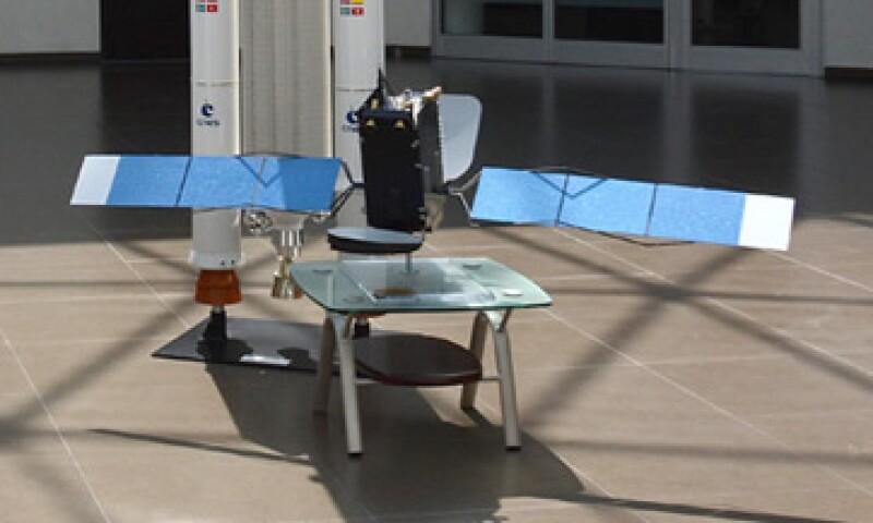 La SCT difundió en días previos imágenes de una réplica a escala del satélite Centenario. (Foto: Cortesía )