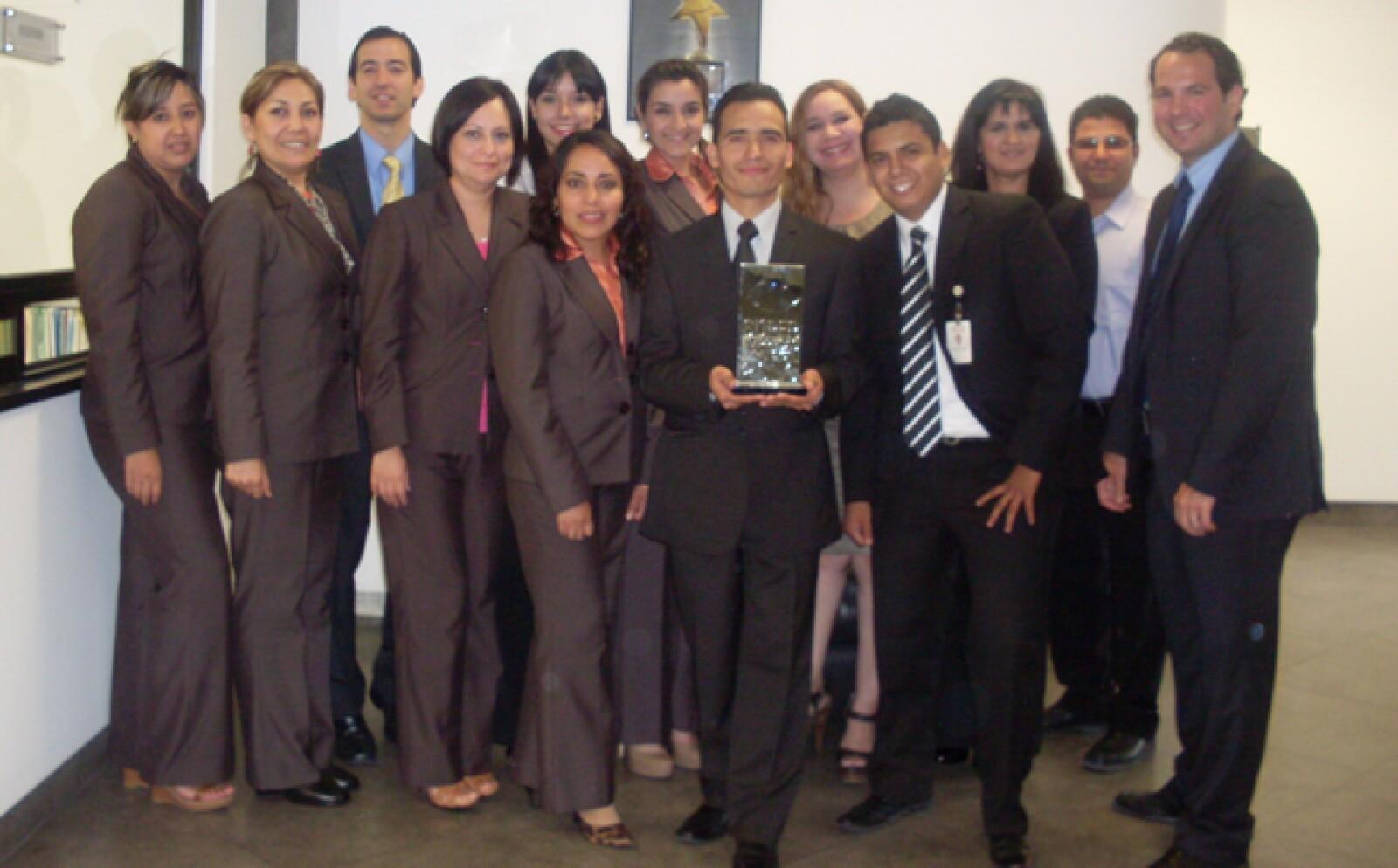 Gilsa Pisos y Azulejos aplaudió a sus empleados por la dedicación que tienen en su trabajo. Eso y mucho más los hizo merecedores del lugar 49 en la categoría de menos de 500 empleados en el Ranking de las Súper Empresas.