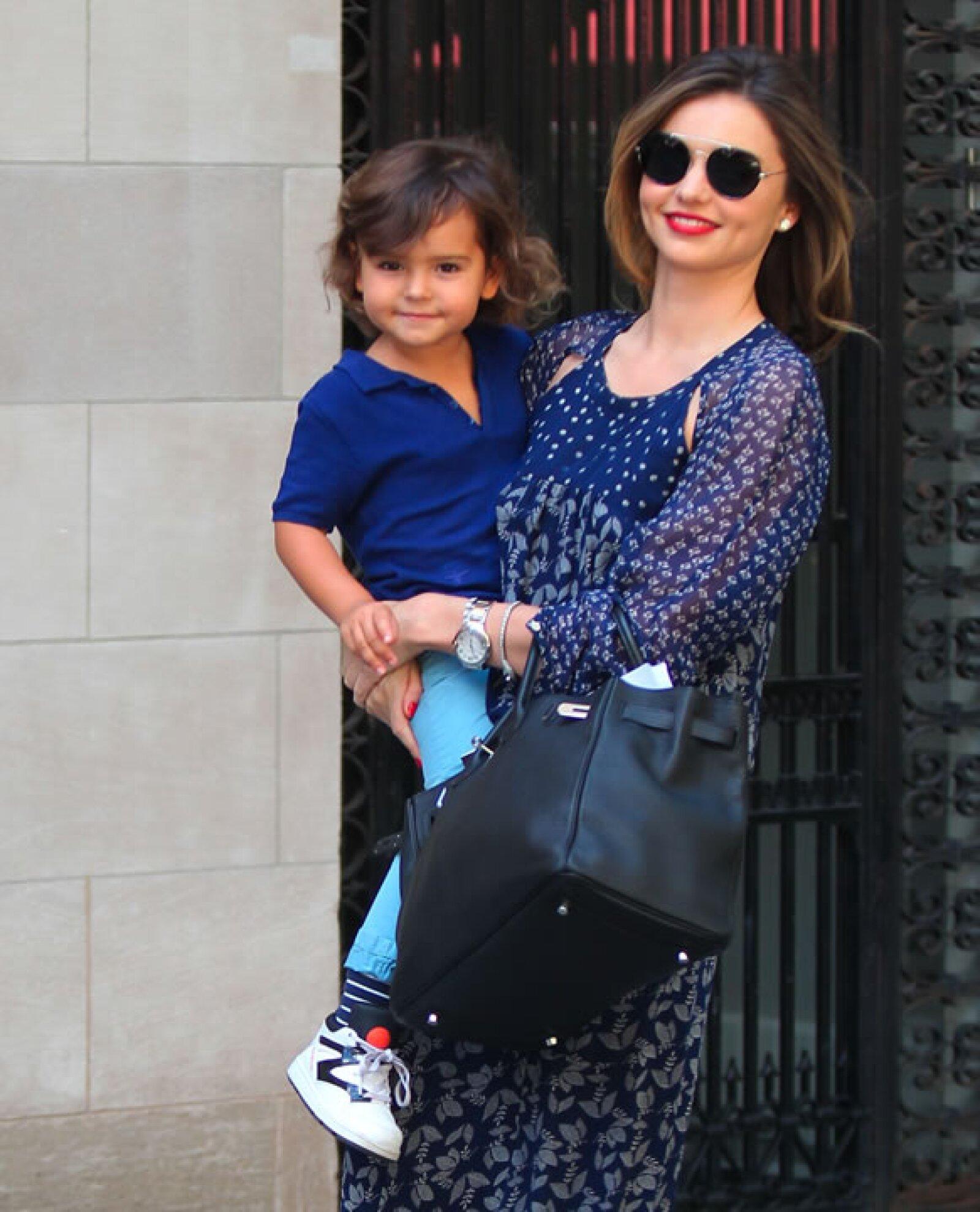 La gentética de Flynn Bloom es incomparable. Nos encantan los outfits que escoje la modelo para su hijo.