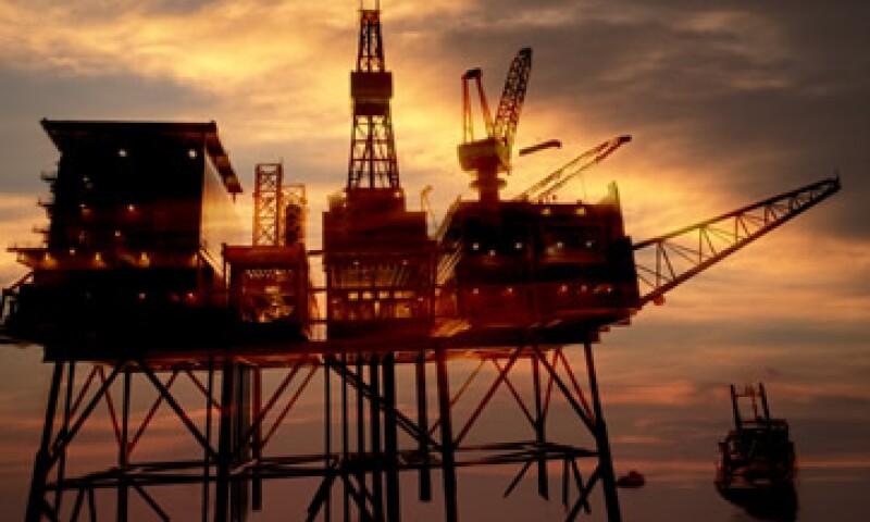La caída en los inventarios de gasolina, opacó al incremento de las existencias de petróleo. (Foto: Thinkstock)