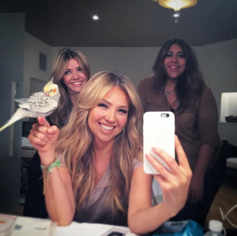 Hasta el momento, Thalía no ha dicho nada respecto a su hairstyle, que ya no es el mismo al que se ve en esta fotografía.