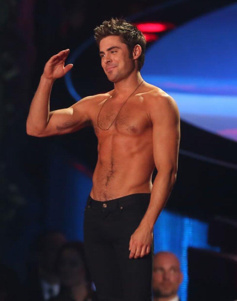 Además de hacerlo con su talento, ellos robaron el aliento a sus fans al mostrar su torso desnudo por diferentes circunstancias este año. Zac Efron y Justin Bieber fueron los más famosos.