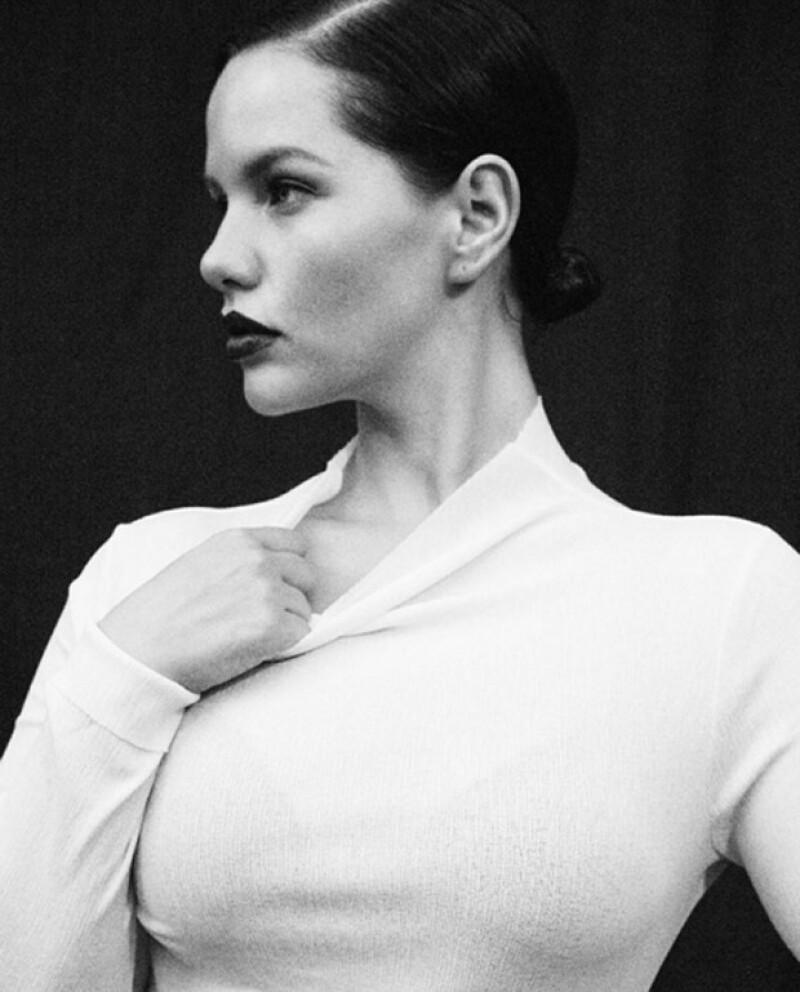 Dayna no es la primer modelo con cáncer, pues a principios de este año una sobreviviente al cáncer de ovarios de nombre Elly Mayday, sorprendió al mundo posando en ropa interior.