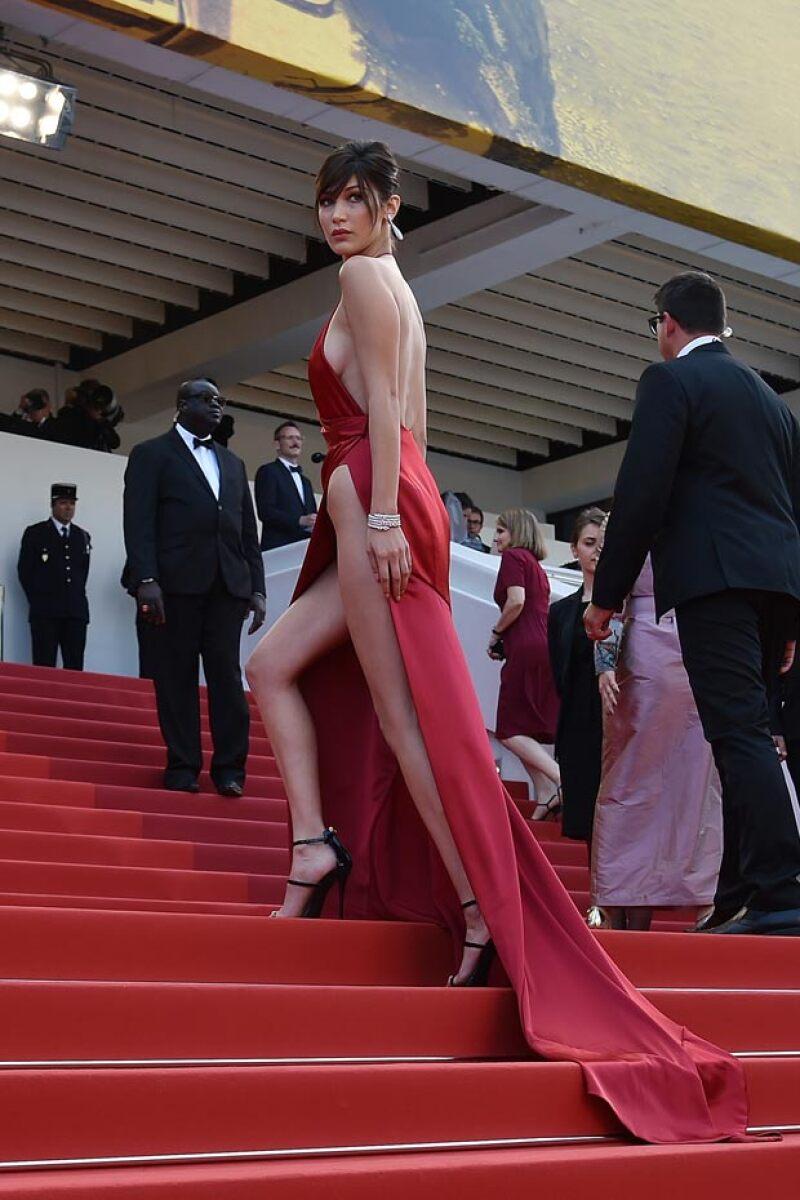En más de una ocasión este diseño pudo haber traicionado a Bella, sin embargo, ella resultó airosa de su paso por la red carpet.