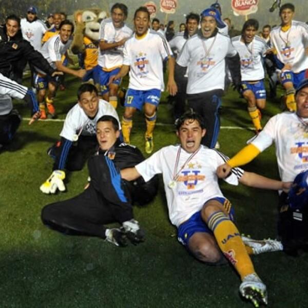 tigres uanl campeonato santos futbol tuca monterrey macroplaza