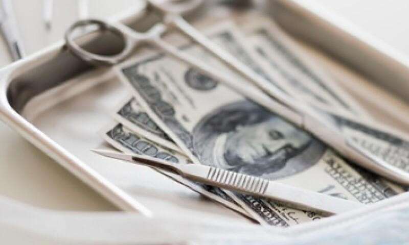 Los recortes amenazan con desacelerar la investigación sobre el cáncer y el mal de Alzheimer, entre otros temas médicos. (Foto: Getty Images)
