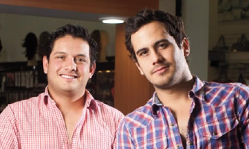 Fernando López y Óscar Alcántara también anuncian Korva's en Facebook y en Twitter. (Foto: Adán Gutiérrez)