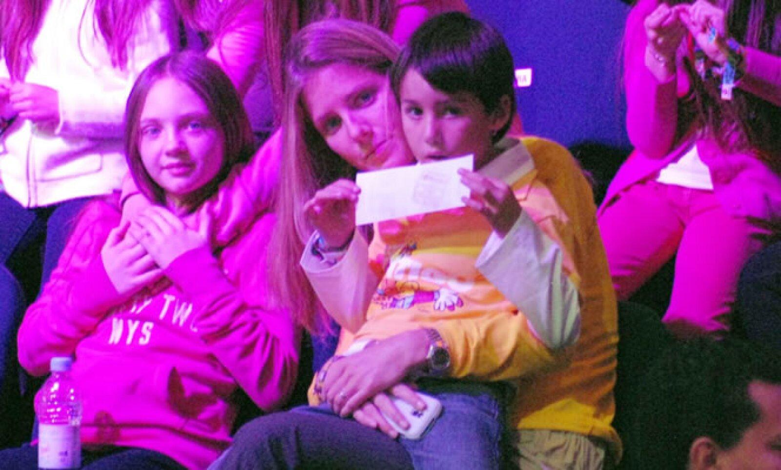 El presidente de grupo Televisa tiene 3 hijos con Sharon Fastlicht: Emilio Daniel de cinco años, Hanna de tres y Mauricio, el más pequeño, de uno y medio.