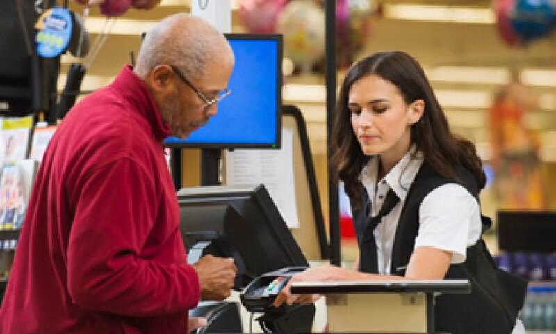 Las tiendas de autoservicio están tratando de vender más con menos empleados. (Foto: Getty Images)