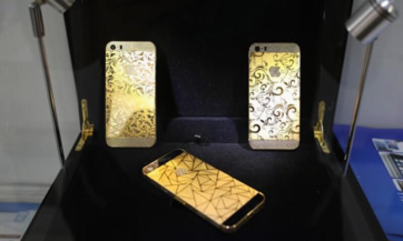 Wal-Mart redujo el costo del iPhone 5C de 16 gigabytes a 29 dólares.(Foto: Reuters)