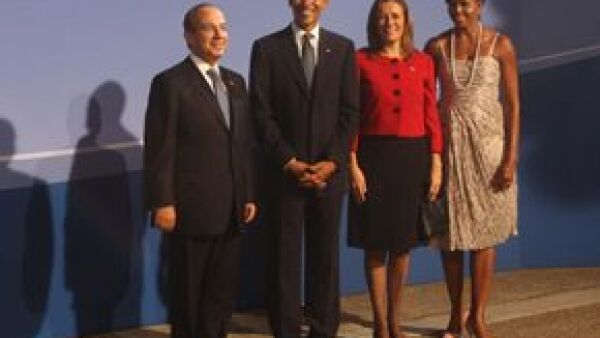 El presidente de México fue recibido en Pittsburgh por su homólogo estadounidense, Barack Obama. En aquella ciudad se realizará la Cumbre de Líderes del Grupo de los 20 países más industrializados.