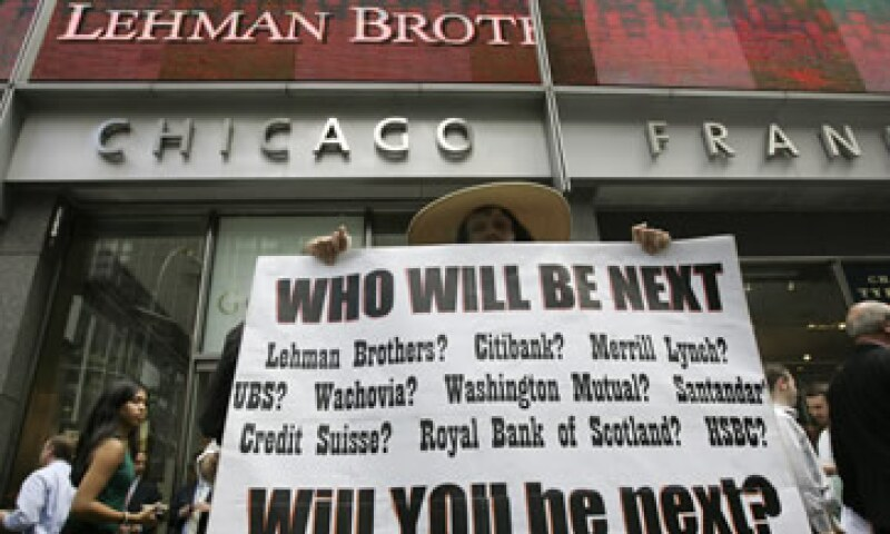 La caída de Lehman Brothers en septiembre de 2008 desató la onda expansiva de los efectos de la crisis subprime de EU. (Foto: AP)
