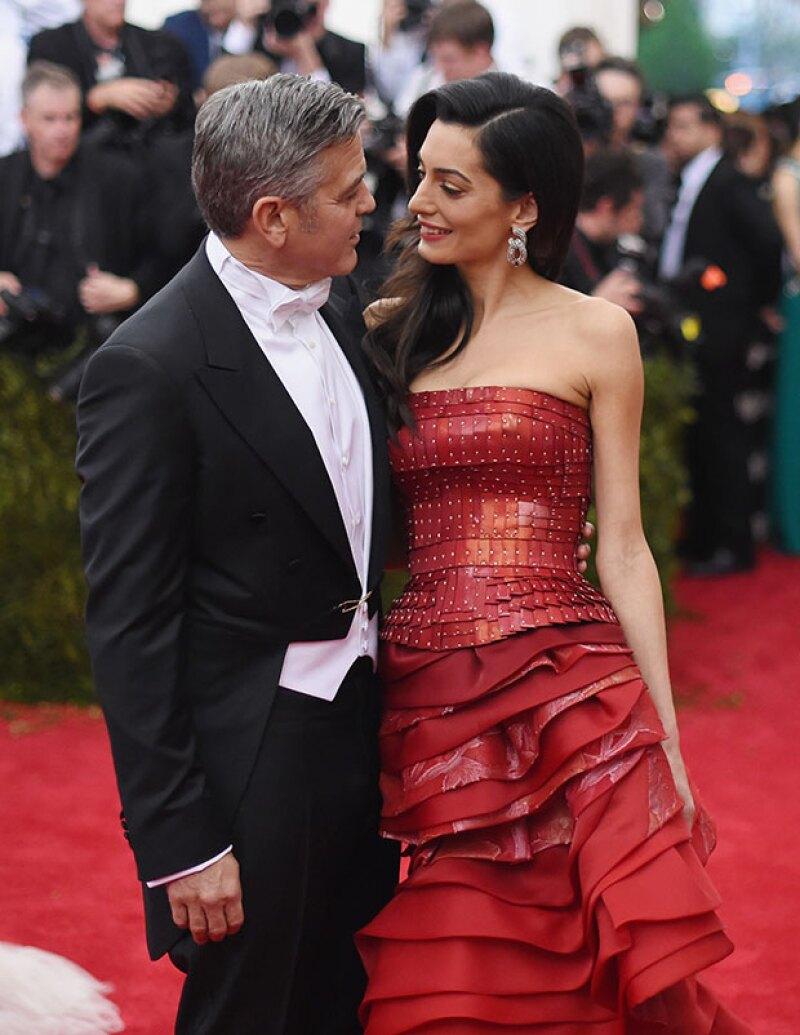 En la biografía no autorizada se dice que el verdadero amor del actor es su estilista, Waldo Sánchez.