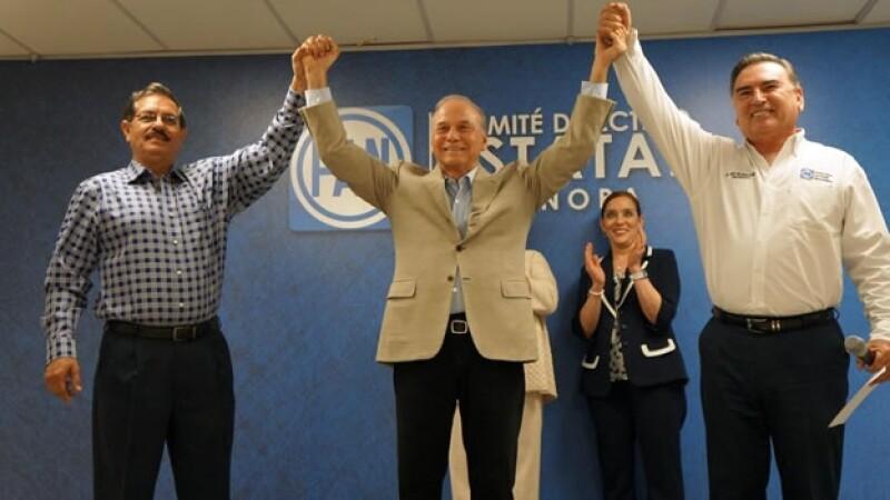 Javier Gándara Magaña (centro) celebra su postulación para el gobierno sonorense por Acción Nacional