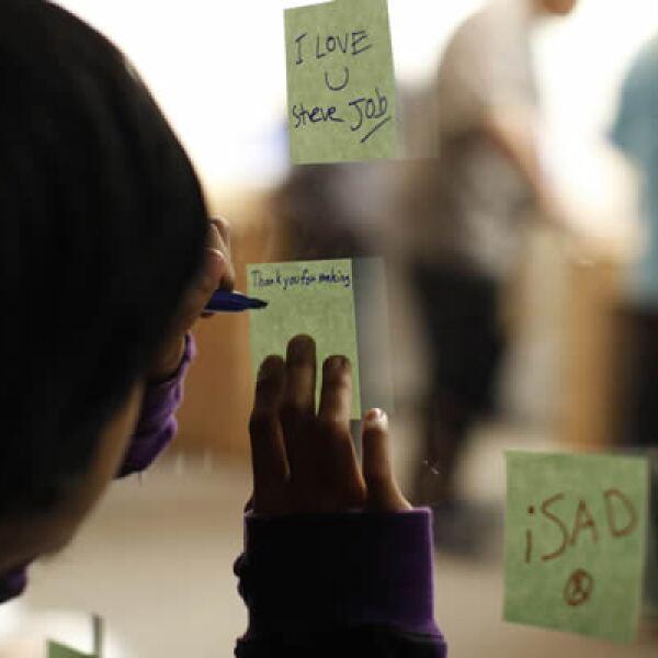 En Twitter se puede ver el 'hastag' #iSad junto a mensajes recordando a Steve Jobs.