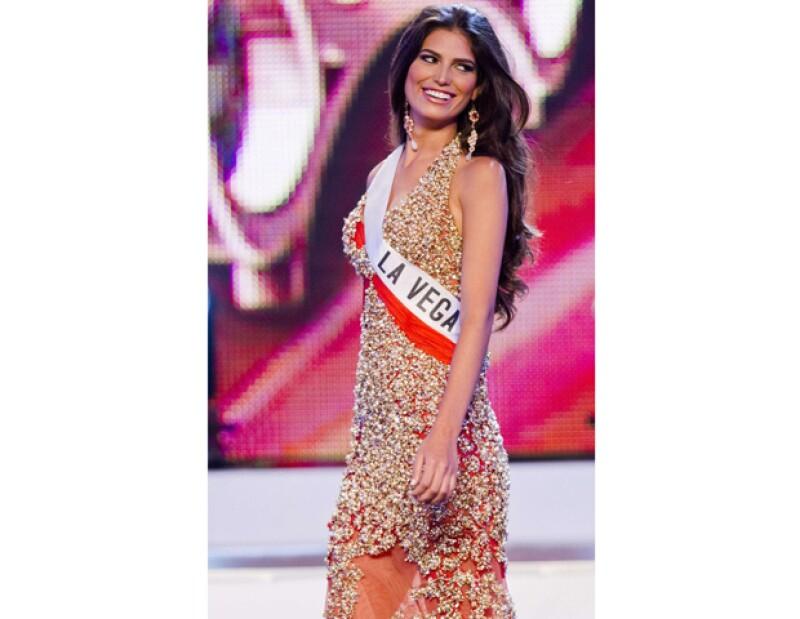 Carlina Durán, de 25 años, perdió su corona debido a que se comprobó que está casada, hecho que es penado en el concurso de belleza.