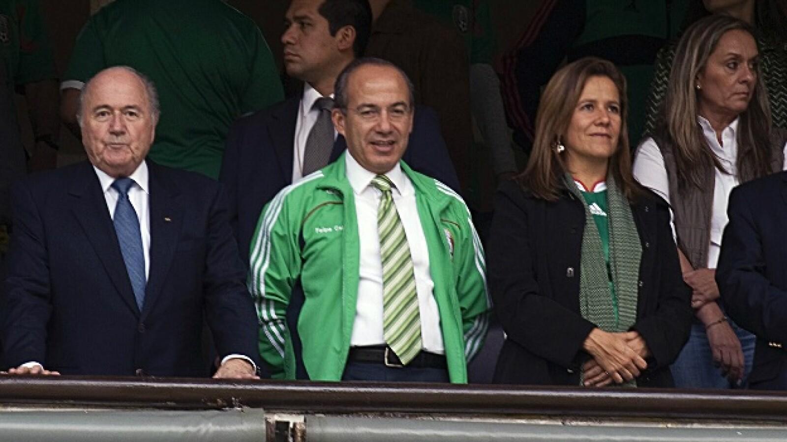 Felipe calderón asistió junto con Joseph Blatter a la final del mundial en el estadio Azteca