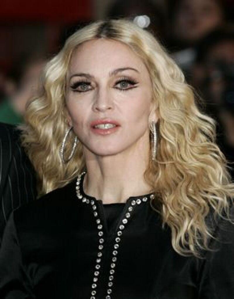 La Reina del Pop llegó al aeropuerto de Miami acompañada de Alex Rodriguez.