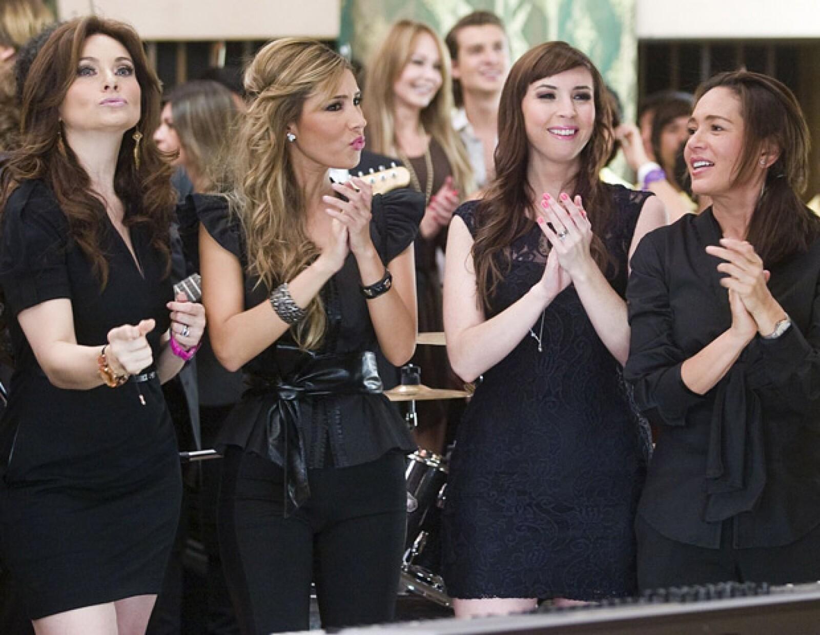Elizabeth Álvarez, Andrea Torre y Yolanda Andrade no pararon de reír en el video.