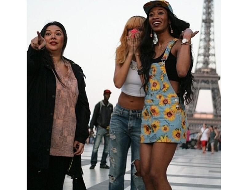 Rihanna con sus amigas Jennifer y Melissa.