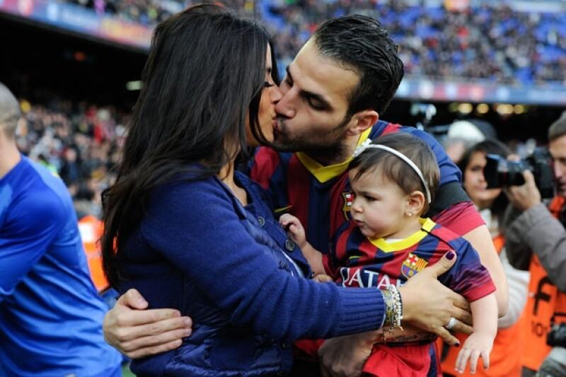 Cesc Fábregas y su pareja Daniella Sermaan celebraron el primer año de su hija Lia.