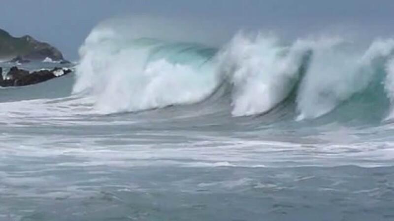 Olas de hasta tres metros se esperan en las próximas 72 horas en Acapulco, lo que puso en alerta a las autoridades