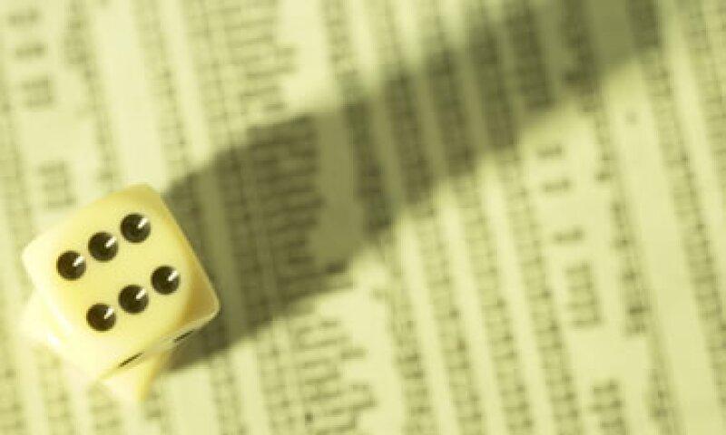 Analistas apuntan a la particularidad de que el precio de los bonos del Tesoro cae justo cuando China y Japón aumentan su tenencia de deuda estadounidense. (Foto: Thinkstock)