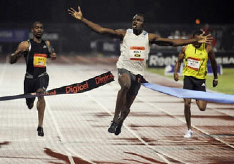 Usain Bolt (centro), es uno de los deportistas que prefirió evitar una competencia para no pagar impuestos. (Foto: AP)