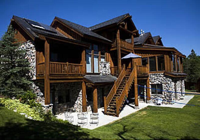 Entre la montaña y la campiña se encuentra esta lujosa clínica de rehabilitación.  (Foto: CNNMoney.com)