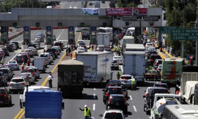 La vialidad en la México-Cuernavaca se vio entorpecida por el cambio de sistema de telepeaje. (Foto: Cuartoscuro)