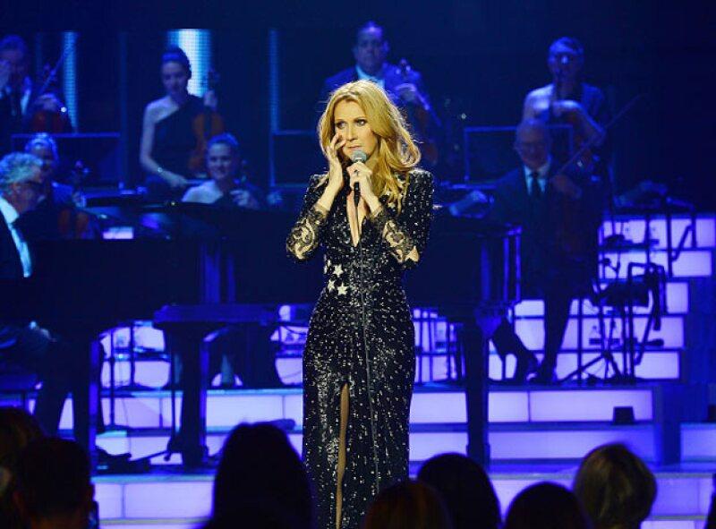 La cantante regresó al Caesars Palace de Las Vegas con un espectáculo transmitido por internet y en el que conmemoró a su fallecido esposo, René Angélil.