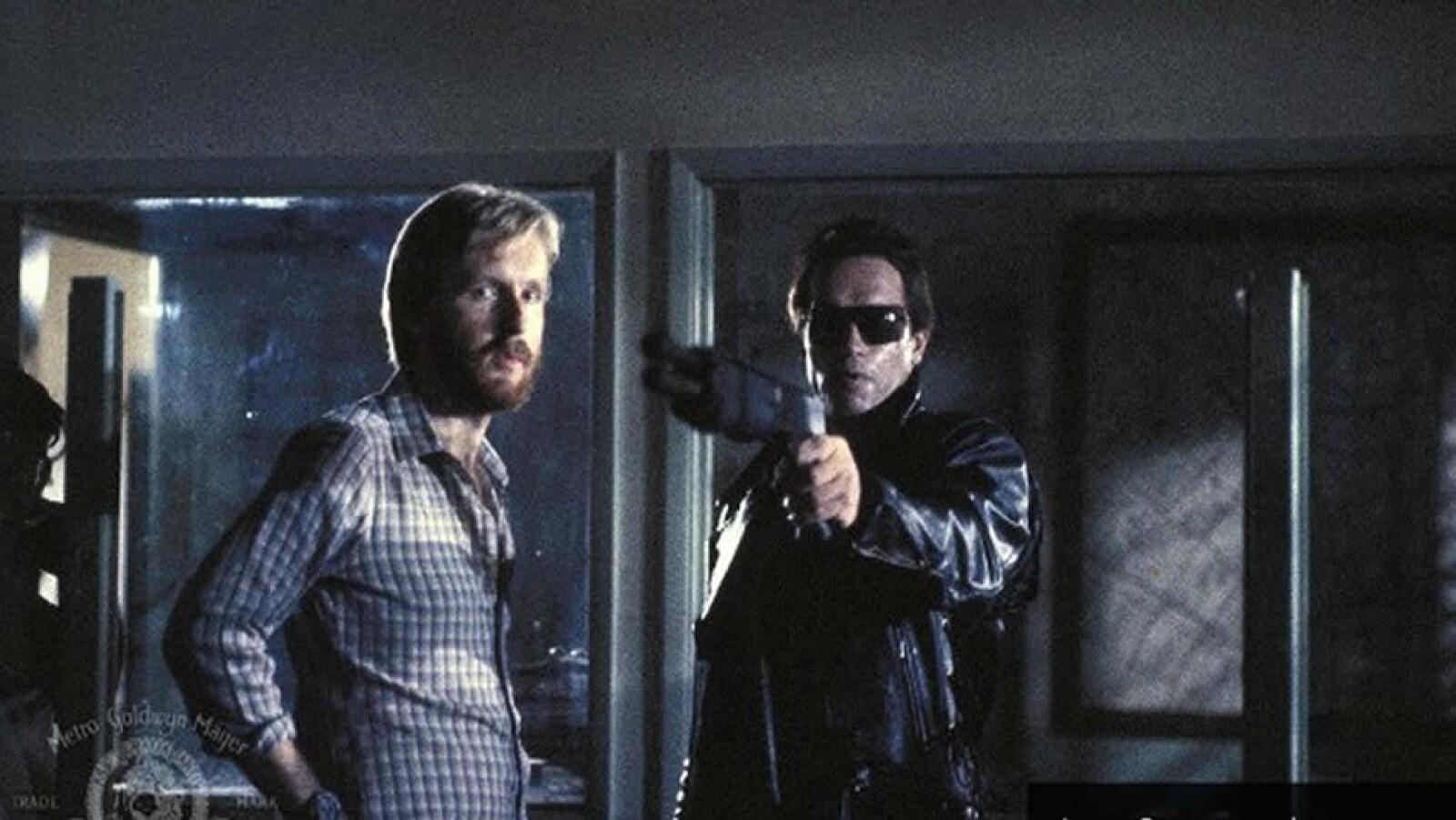 James Cameron, quien aparece aquí con Schwarzenegger, co-escribió y dirigió ?Terminator?