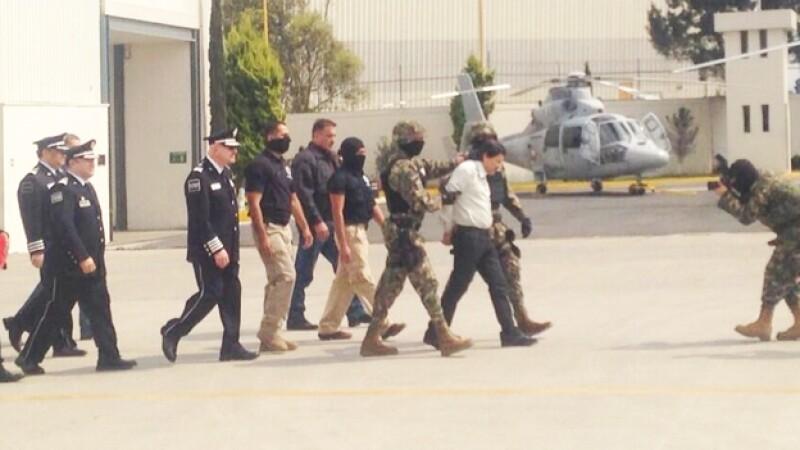 oaquín ?El Chapo? Guzmán Loera al momento de ser trasladado al penal del Altiplano el sábado por la tarde