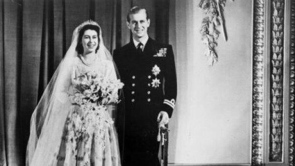 La reina Isabel II en el día de su boda en un diseño de Norman Hartnell.