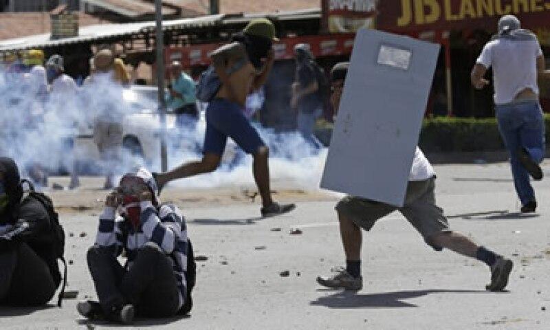 Las protestas comenzaron por la molestia ciudadana ante el alza de los pasajes del transporte público. (Foto: AP)