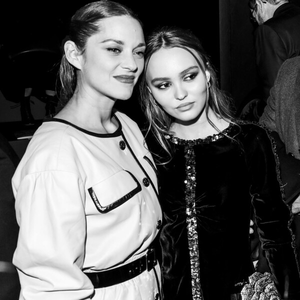 42_Marion_COTILLARD_with_Lily_Rose_DEPP_at_the_Paris_New_York_Metiers_dArt_Show.jpg