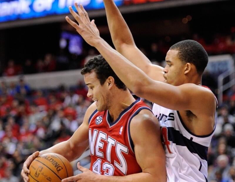 Kris fue abucheado ayer durante un juego de la NBA.