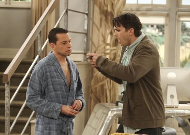 """""""Cállate la maldita boca"""" gritó Ashton en tono bromista durante el programa televisivo de Jimmy Kimmel en el que hizo una petición pública al ex protagonista de """"Two and a half men""""."""